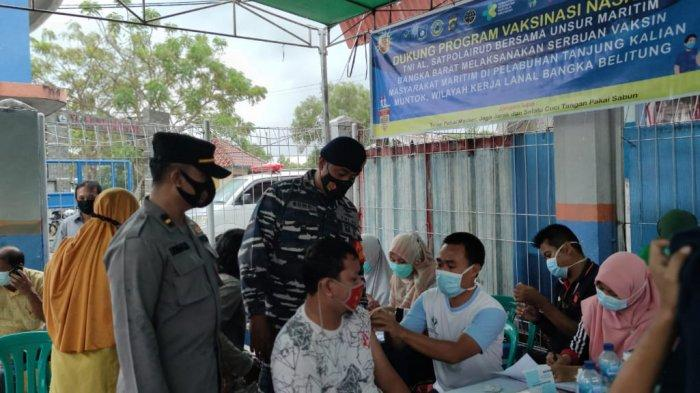 TNI AL Laksanakan Serbuan Vaksinasi Masyarakat Maritim