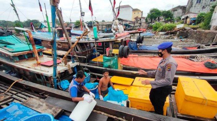 Cegah Premanisme, Sat Polair Polres Bangka Barat Patroli di Pelabuhan Ikan