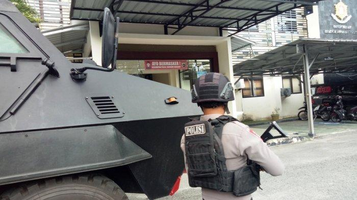 Barracuda dan Polisi Bersenjata Lengkap Kawal Pemeriksaan Terduga Teroris AS di Polda Babel