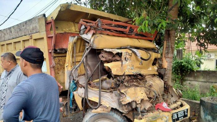 Kecelakaan 4 Truk Sekaligus, Ada yang Ringsek Parah Hingga Bergelimpangan, Begini Nasib Para Sopir