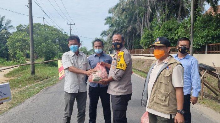 Unmet PT Timah Tbk Salurkan 50 Paket Sembako untuk Warga Dusun Pait Jaya yang Jalani PPKM Mikro