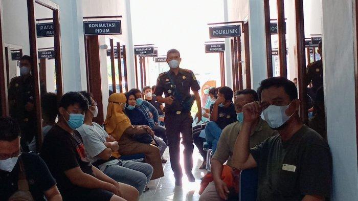 Vaksinasi massal yang digelar Kejaksaan Tinggi (Kejati) Bangka Belitung,Senin (12/7/2021) pagi diserbu masyarakat.