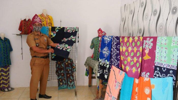 Kembangkan Potensi Bidang Peternakan dan Kerajinan Batik Desa Simpang Katis