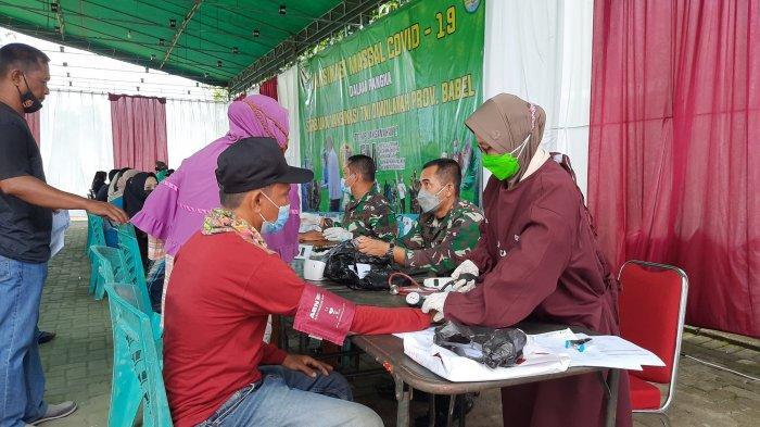 Kegiatan vaksinasi di Markas Komando Distrik Militer (Kodim) 0413/Bangka, Sabtu (16/7/2021)