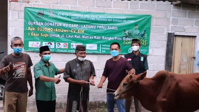 CV BIM Serahkan Satu Sapi dan 300 Paket Sembako untuk Warga Jalan Laut Sungailiat