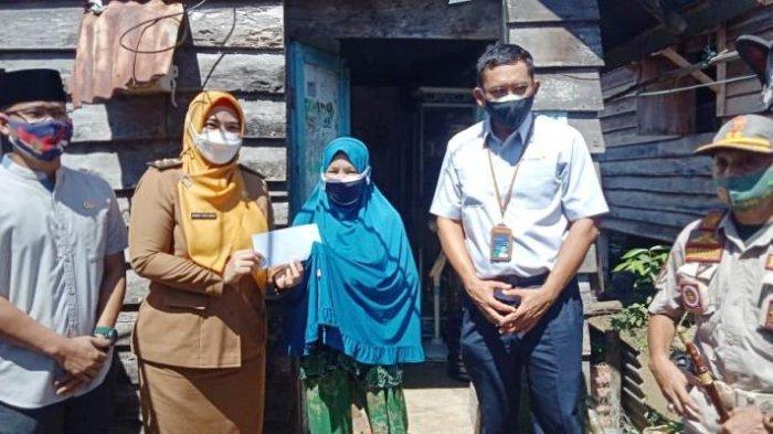 Guru Ngaji, Marbut dan Kaum Duafa di Pesisir Tanjung Ketapang Terima Santunan dari Mitra PT Timah