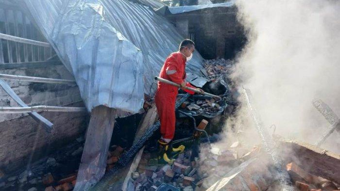 Dengar Warga Teriak Minta Tolong, Kades Tukak Terkejut Lihat Api Melahap Rumah Tetangganya