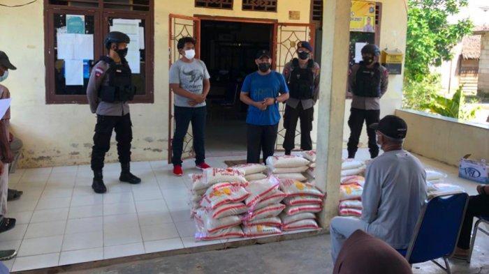 Brimob Polda Babel dan CV Teratai Tanjung Gunung Salurkan Bantuan Setengah Ton Beras ke Warga