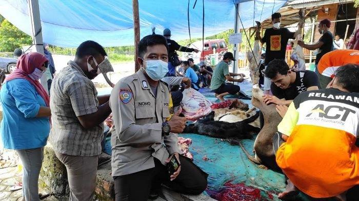 Jual Barang Bekas Bhabinkamtibmas dan Warga Desa Sempan Sungailiat Kurban 2 Sapi