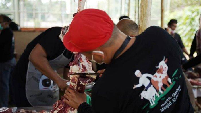 PT Timah Potong 15 Sapi dan Empat Kambing, Panitia Kurban Masjid Al Furqon Diswab Antigen