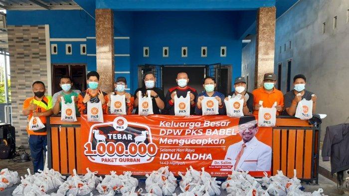 DPD PKS Pangkalpinang Bagikan 500 Paket Hewan Kurban untuk Masyarakat di Tujuh Kecamatan