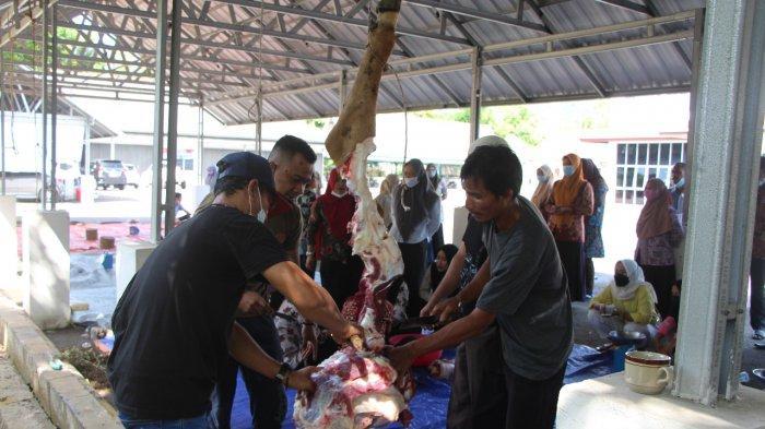 DPRD Bangka Sembelih 2 Sapi Kurban, Dibagikan ke Panti Asuhan dan Pegawai