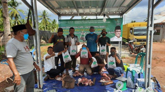 HEWAN KURBAN - Proses penyembelihan hewan kurban di Warkop Aswaja, Kurau Barat, Bangka Tengah, Rabu (21/07/2021).