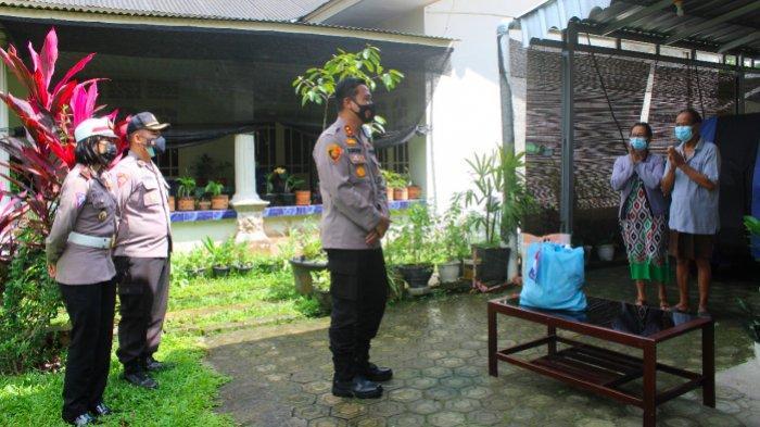 Kunjungi Rumah Warga Isoman, AKBP Slamet Berikan Motivasi dan Paket Sembako