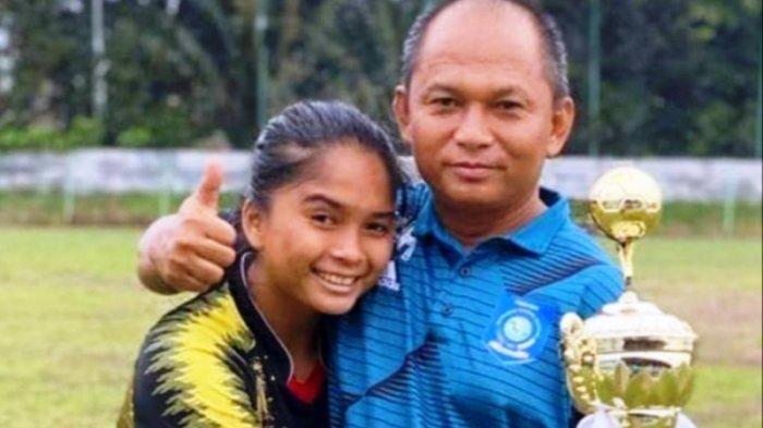 Ade Mustikiana Oktafiana pesepak bola wanita Bangka Belitung bersama bapaknya Fila Hadianto merupakan pelatih Sepak Bola PON Bangka Belitung.