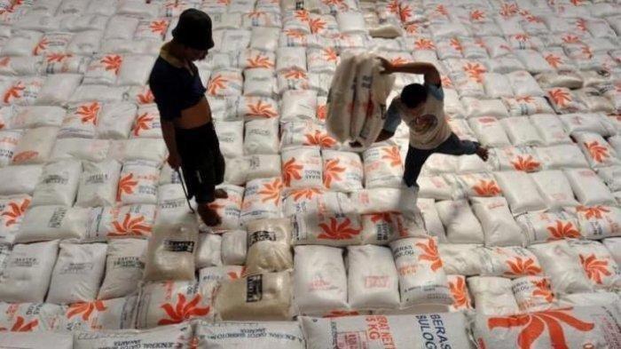 Perum Bulog Bangka Distribusikan Beras Untuk 7.826 KPM di Pangkalpinang