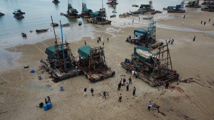 ILEGAL - Seratusan PIP ditinggalkan pemiliknya saat razia dilakukan oleh PT Timah di perairan Jungku, Pantai Selindung, Bangka Barat, Kamis (29/7/2021)