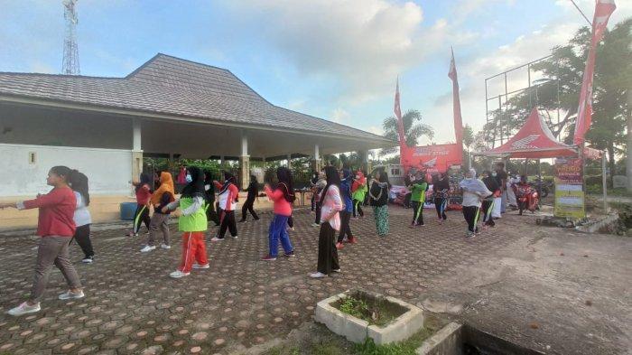 Warga Desa Malik Antusias Ikuti Senam Sehat Bersama Honda TDM Payung