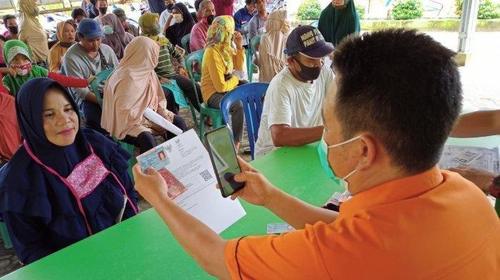 Perpanjangan PPKM Level 4 di Kabupaten/Kota Tertentu, Pemerintah Tetap Salurkan Bansos ke Masyarakat