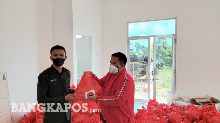 PDI Perjuangan Bangka Selatan dan Rudi Center Bantu 400 Paket Sembako bagi Warga Isoman