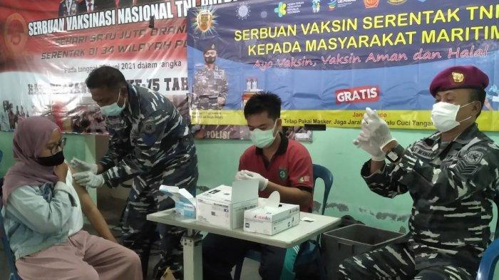 TNI AL Lanal Babel Kembali Laksanakan Serbuan Vaksin, 116 Warga Belinyu Tervaksin Tahap 2
