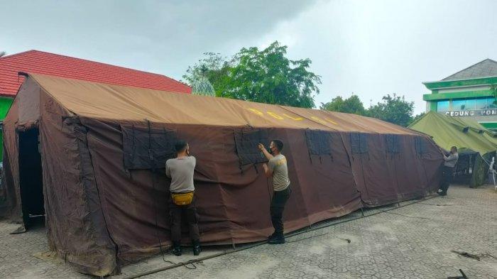 Polres Basel Pasang Tenda Darurat Untuk UGD, Pasien Covid-19 di Selasar RSUD Dipindah ke Tenda
