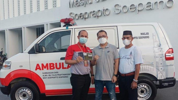 JNE Pangkalpinang Wakili Mendiang Yulis, Serahkan Ambulans ke Masjid Jamik Soeprapto Soeparno