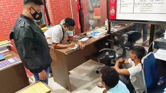 Breaking News - Pemuda Desa Tutut Nekat Tangkis Bacokan Parang, Korban Alami Luka di Tangan