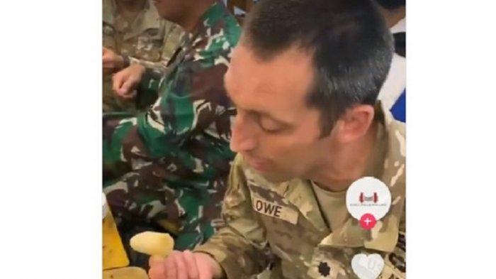 Tentara Amerika Makan Empek-empek Palembang Pakai Cuka, Reaksinya Viral di TikTok