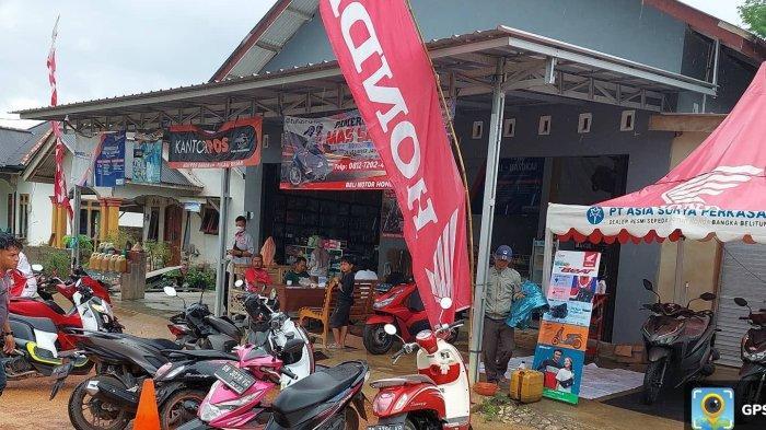 PT Asia Surya Perkasa Honda Toboali menyalurkan bantuan berupa sembako lewat Pameran Honda Mas Samsul yang berlokasi di Desa Sumberjaya Permai, Kecamatan Pulau Besar (14/08).
