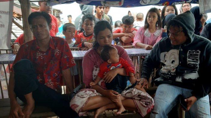 Irwanatono Masih Syok, Anaknya Berusia 3 Tahun Belum Ditemukan Saat Kapal Terbalik di Laut Sadai