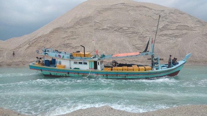 Siagakan Ekskavator Keruk Pasir Alur Muara Air Kantung, Perahu Nelayan Ukuran Besar Bisa Lewat