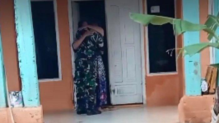 VIDEO Haru Seorang Tentara Setahun Tak Berjumpa Ibunya Gara-gara Covid-19, Begini Kisahnya
