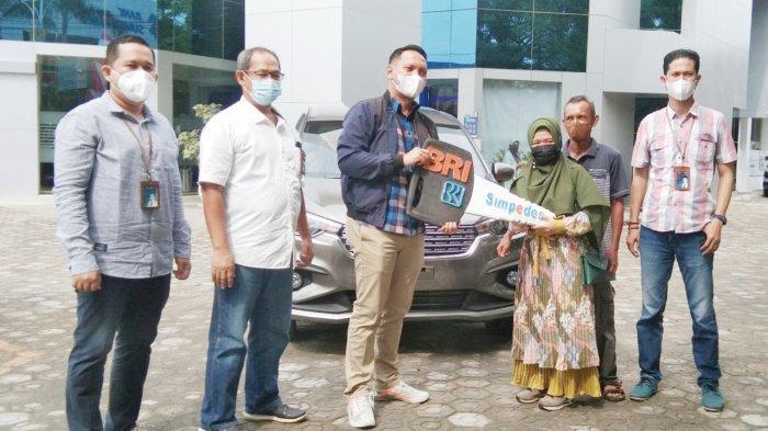 Grand Prize Panen Hadiah Simpedes BRI Pangkalpinang Guru Honorer Pangkalbuluh Dapat Mobil Baru