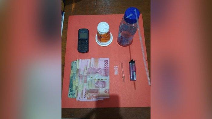 Sat Narkoba Polres Kabupaten Bangka Tengah (Bateng) berhasil mengamankan Rando (41) pelaku tindak pidana Narkotika beserta barang bukti