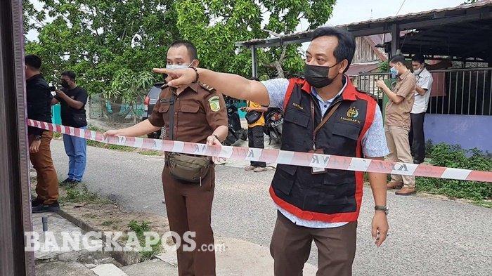 Tim Penyidik Pidana Khusus (Pidsus) Kejaksaan Negeri (Kejari) Bangka Barat, menyita dua aset milik Kurniatiyah Hanom, Selasa (31/8/2021).