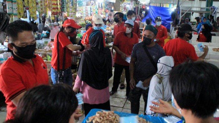 Dedikasi PDIP Bateng dan Rudi Center pada Masyarakat, Sebar Ribuan Masker Gratis