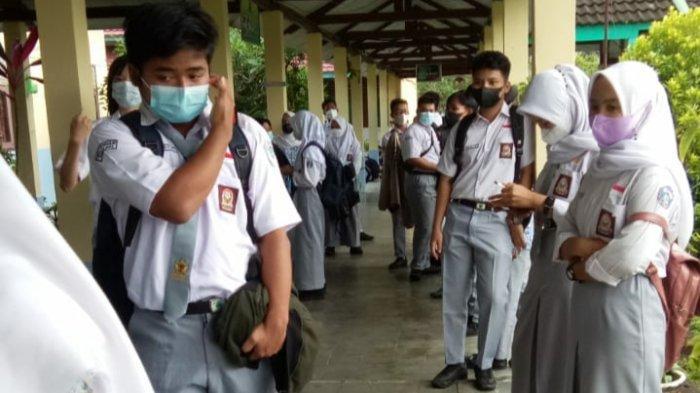 Vaksinasi untuk pelajar di SMKN 1 Sungailiat, Bangka, Rabu (1/9/2021)