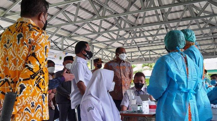 Mendagri Tito Karnavian Pantau Pelaksanaan Vaksinasi di SMAN 2 Pangkalpinang