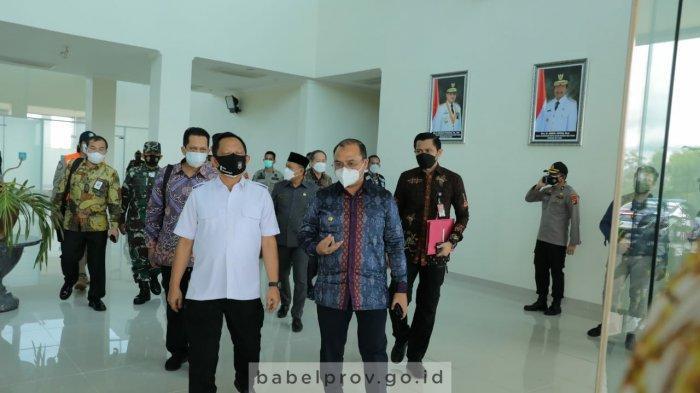 Gunakan Pesawat Jet Pribadi, Mendagri Tito Karnavian Tiba di Pulau Bangka