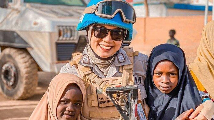 Kisah Haru Briptu Era Septiana, Polwan Anak Buruh Panggul Asal Jebus Sukses Jalankan Misi di Sudan - 20210903-era-cikar4.jpg