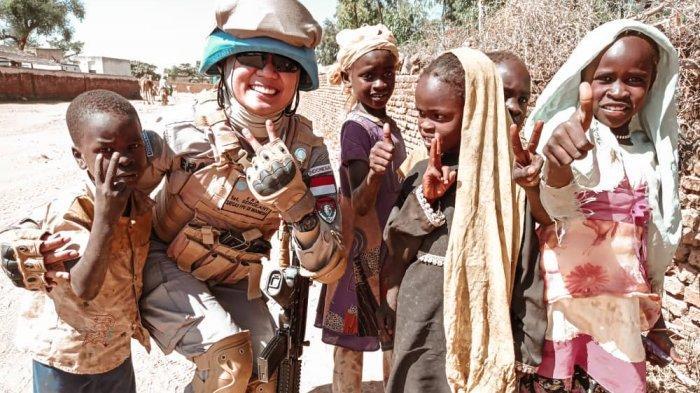 Kisah Haru Briptu Era Septiana, Polwan Anak Buruh Panggul Asal Jebus Sukses Jalankan Misi di Sudan - 20210903-era-cikar5.jpg