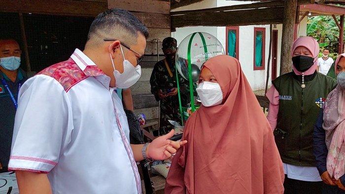 Bupati Bangka Selatan Riza Herdavid Siap Jadi Ayah Asuh Hingga Bantu Pendidikan Nurul Badiah