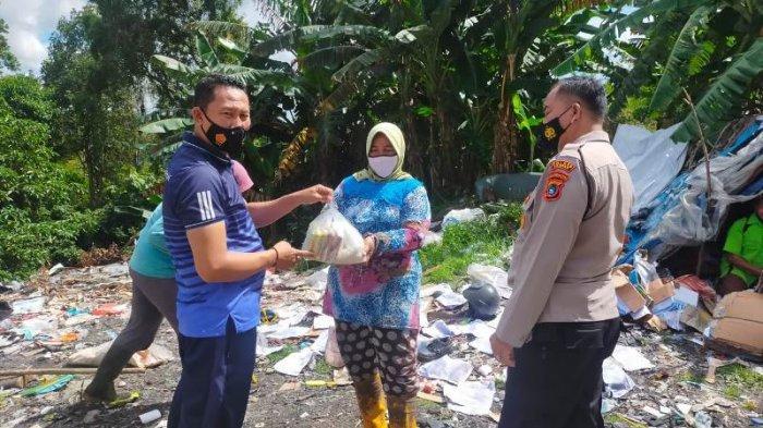 Sat Binmas Polres Bangka Tebar Sembako Sambil Imbau Warga Taat Prokes dan Jaga Kamtibmas