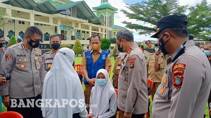 Kapolda Babel Irjen Pol Anang Syarif Hidayat, di sela meninjau vaksinasi massal dan vaksin go to school di masjid Raya Tuatunu, Kecamatan Gerunggang, Kota Pangkalpinang, Selasa (7/9/2021)