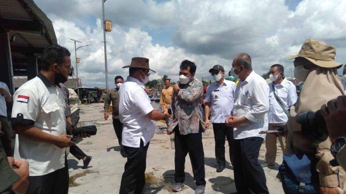 Gubernur Bangka Belitung Erzaldi Rosman bersama Bupati Bangka Tengah Algafry Rahman dan pihak terkait lainnya meninjau lansung lokasi alur sungai Kurau Rabu, (8/9/2021)