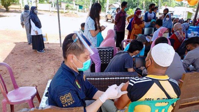 665 Warga Simpang Rimba Termasuk Pelajar Jalani Vaksinasi Covid-19 Hari Ini