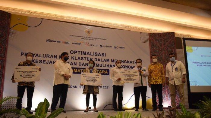 Menteri Koordinator Bidang Perekonomian Airlangga Hartanto, saat menghadiri kegiatan Penyaluran KUR Klaster di Kota Medan, Sumatera Utara, Kamis (9/09).