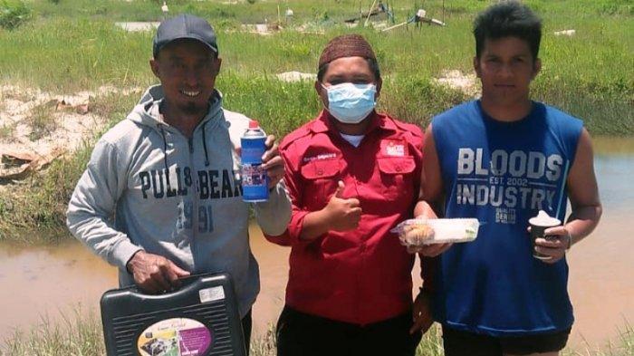 Jumat Berkah, Pelantang Bangka Bawa Makan dan Kompor untuk Penambang di Desa Pohin