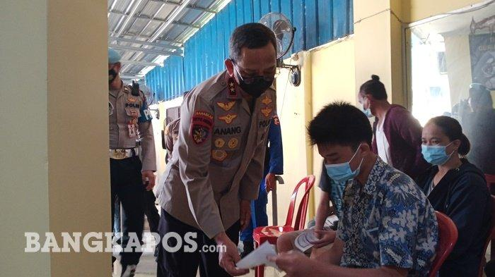 Kapolda Kepulauan Bangka Belitung, Irjen Pol Anang Syarif Hidayat, saat meninjau vaksinasi dan Baksos di Direktorat Polairud Polda Babel, Kamis (10/9/2021).